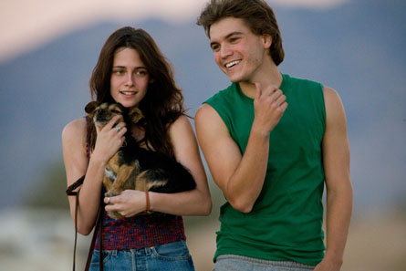 Movie_Into the Wild_Emile Hirsch_Kristen Stewart